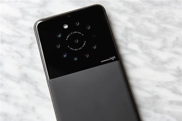 شركة تعمل على هاتف بـ 9 كاميرات في الخلف