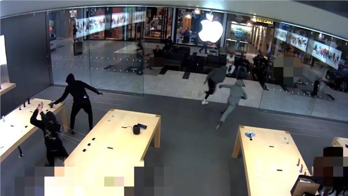 5 لصوص مقنعين يسرقون هواتف iphone بقيمة 19 ألف دولار